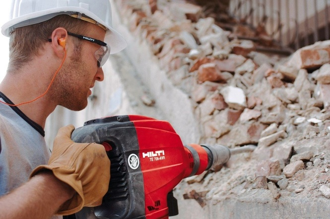 Сколько стоит демонтаж бетонной перегородки