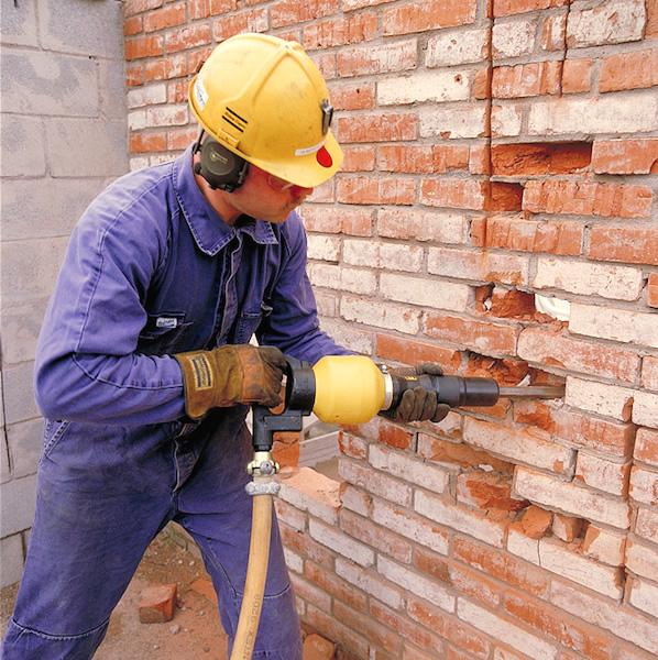 Сколько стоит демонтаж кирпичной стены